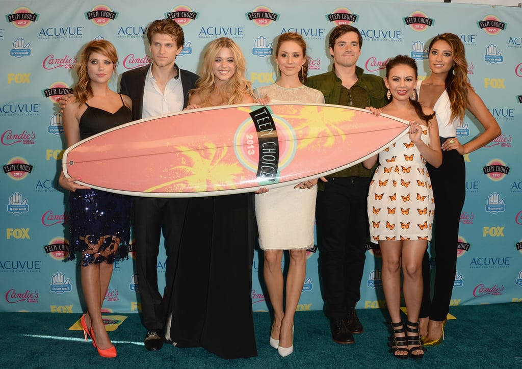The cast of Pretty Little Liars took home the surfboard for choice TV show drama in 2013.