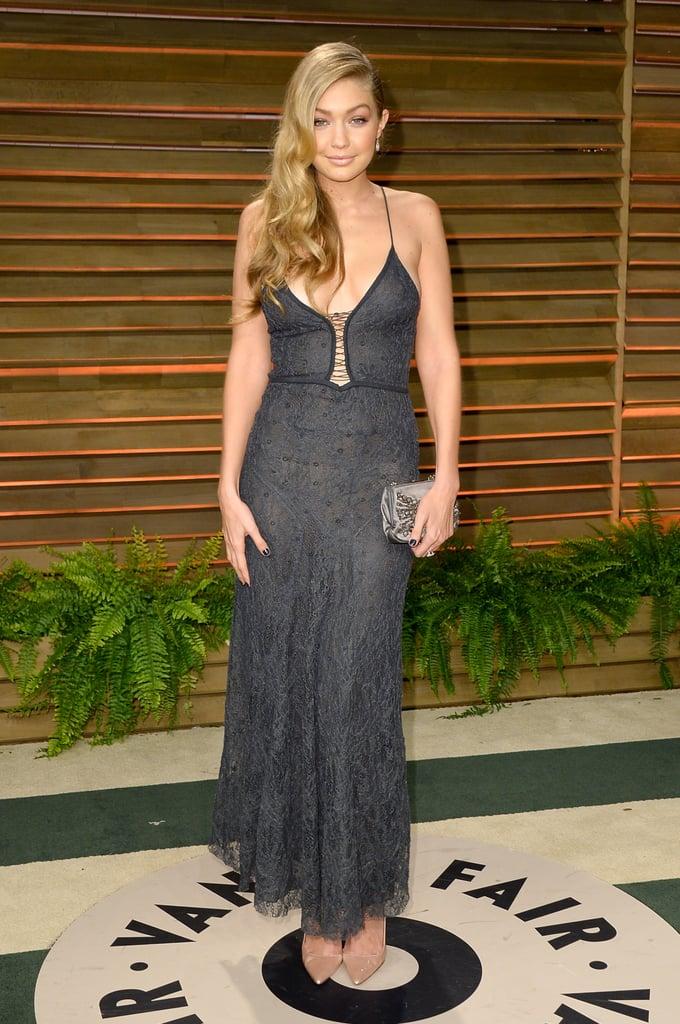 خلال توزيع جوائز الأوسكار عام 2014، حضرت جيجي حفلة Vanity Fair  بثوب رمادي ذو أربطة تحت الصدر.