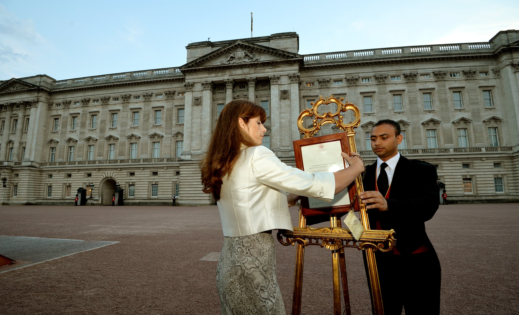 The official bulletin was posted outside Buckingham Palace on an easel.