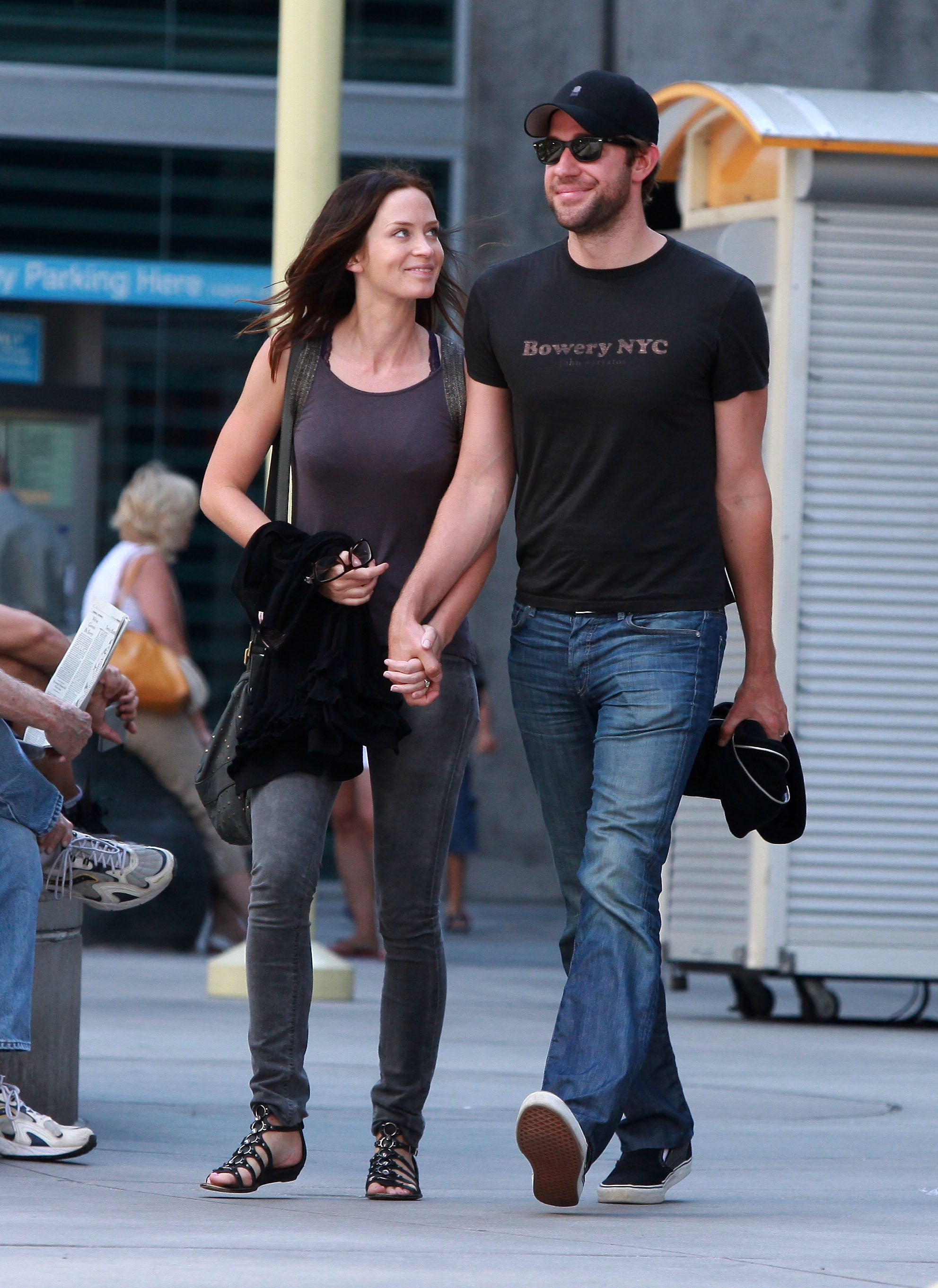 pictures of john krasinski and emily blunt going to a