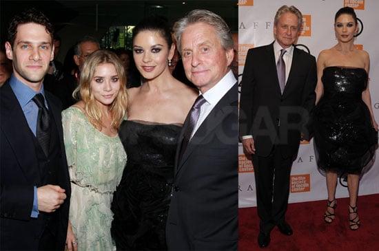 Pictures of Michael Douglas, Catherine Zeta Jones, Tobey Maguire, Ashley Olsen and Justin Bartha in NYC 2010-05-25 11:30:00