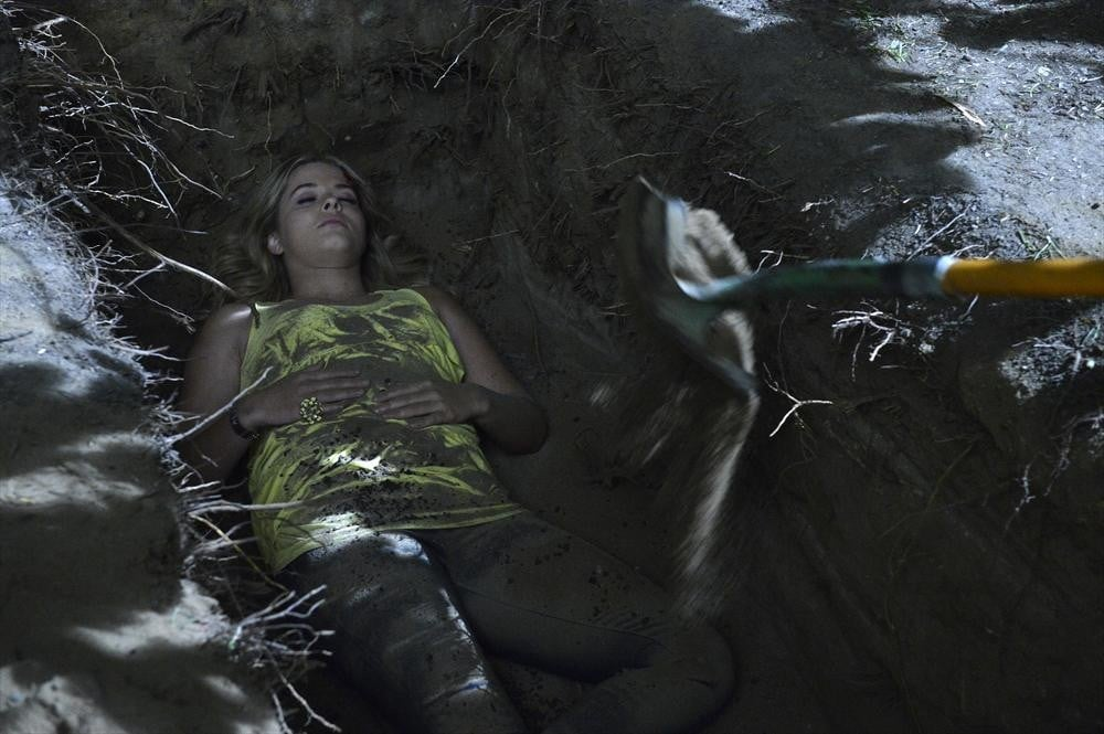 Alison's getting buried, but who's holding the shovel?  Could it be Spencer? Source: ABC Family