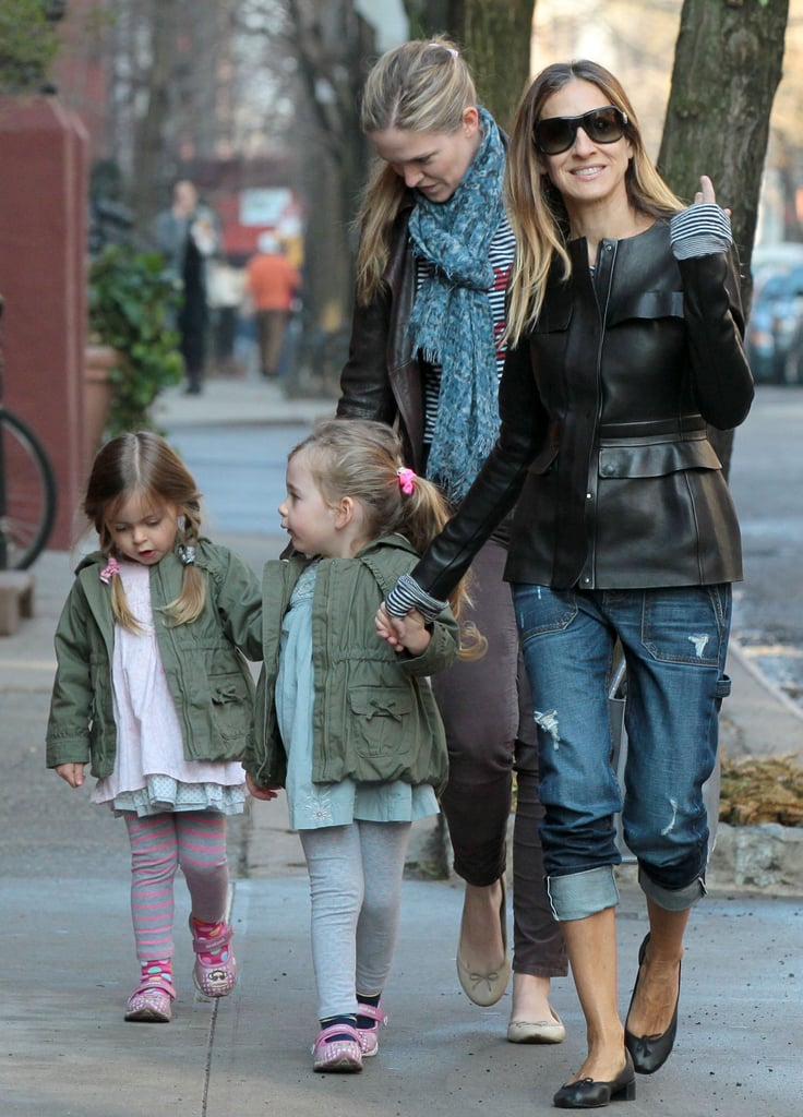 Sarah Jessica Parker took her twin daughters, Tabitha and Loretta, on a walk to school in NYC on Monday.