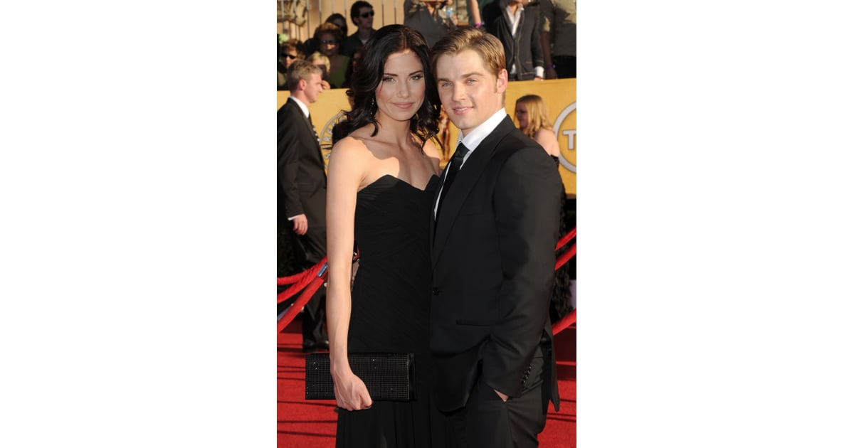 mike vogel and courtney vogel walk the carpet at the sags