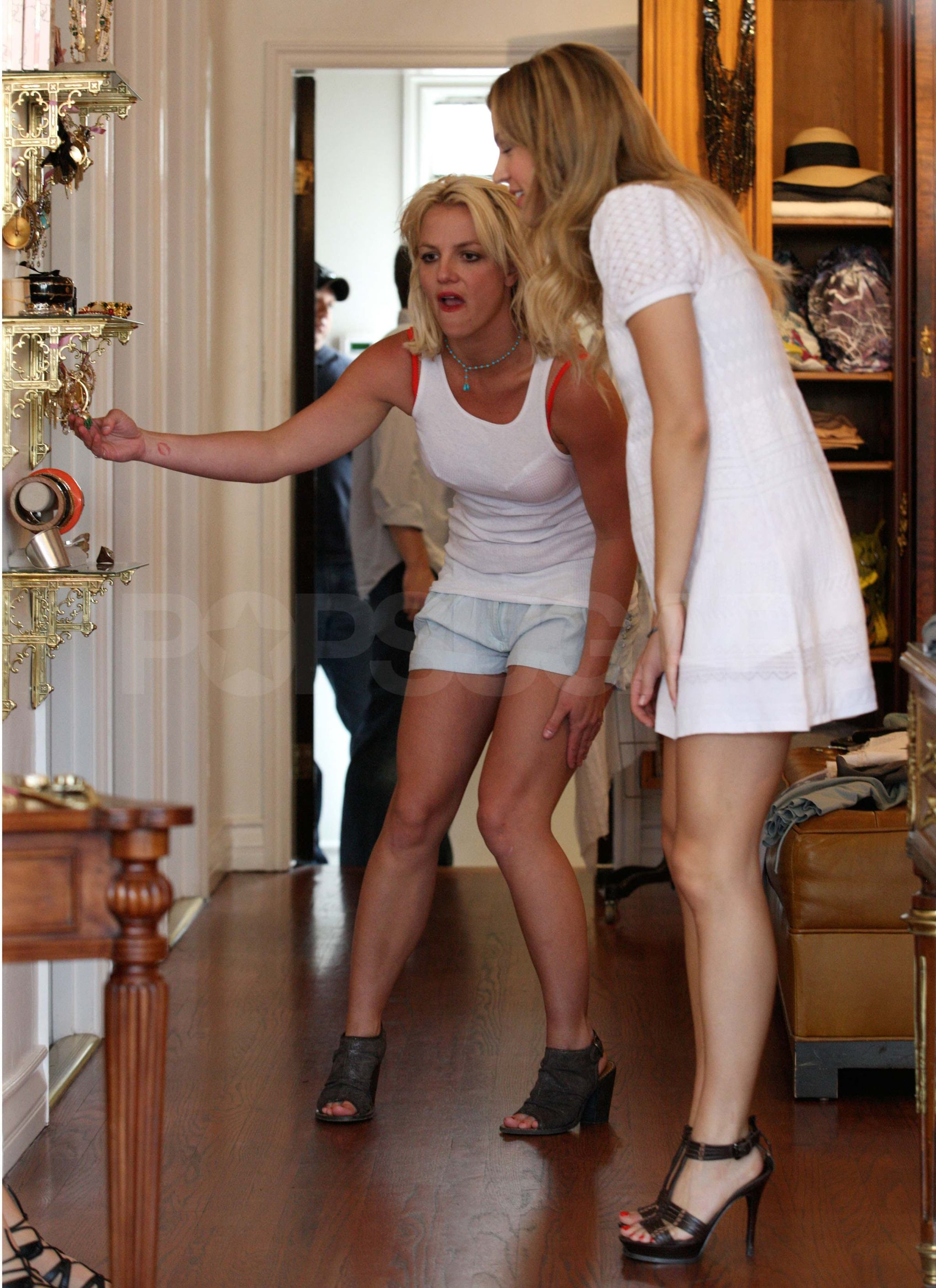 Pictures-Britney-Spears-Shopping-LA-2010