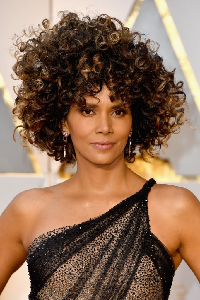 Halle Berry's Hair and Makeup at the 2017 Oscars