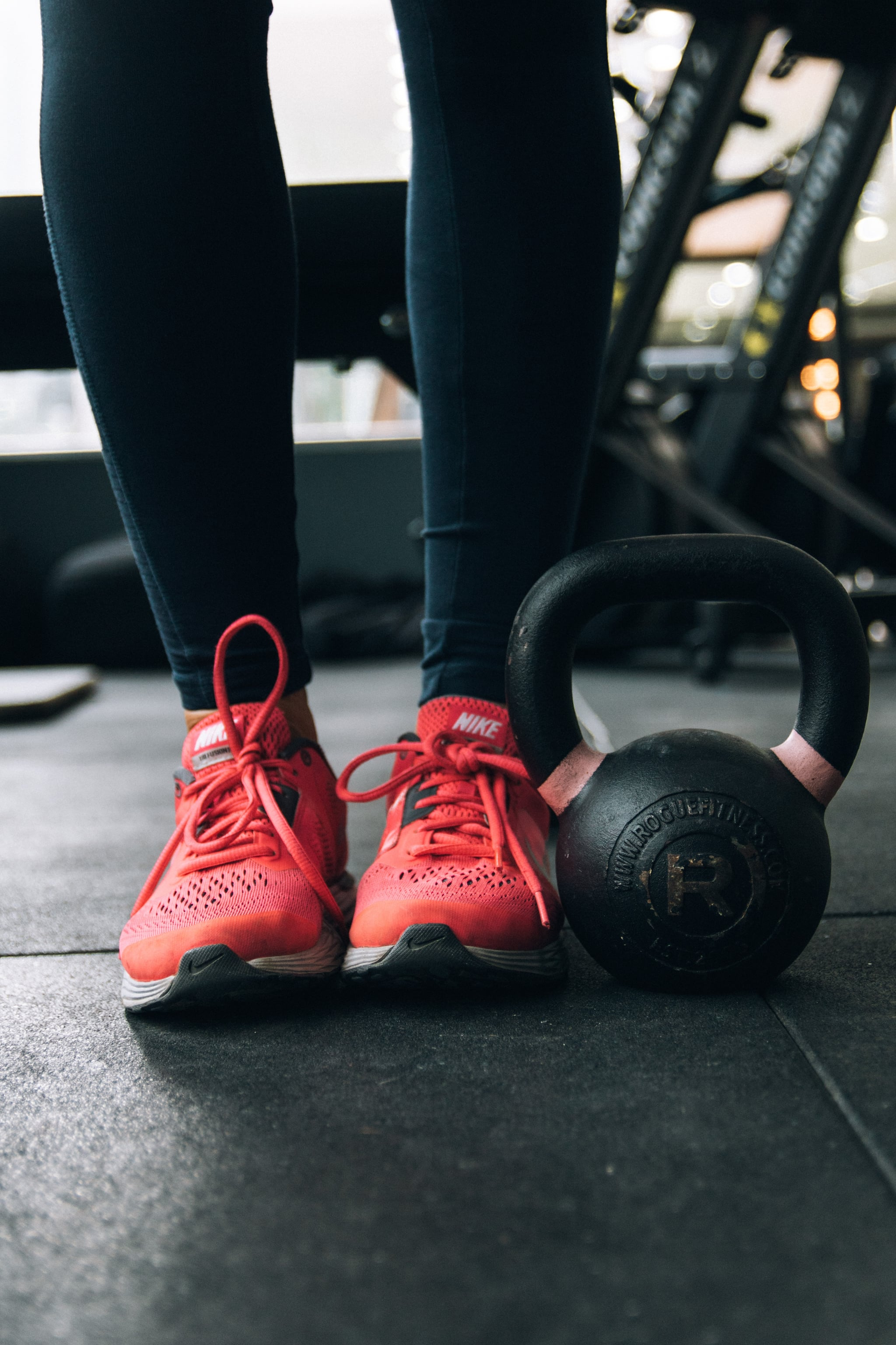 Lifting Weights but Not Losing Fat? A Trainer Explains Why — and How to Fix It