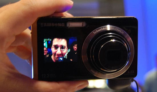Daily Tech: Samsung's Latest Cam Includes a Front-Facing LCD