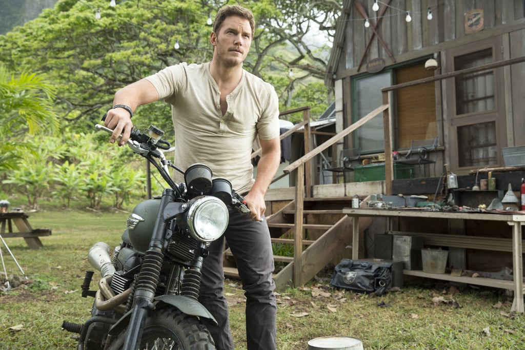 GIFs of Chris Pratt in a Tight T-Shirt in Jurassic World