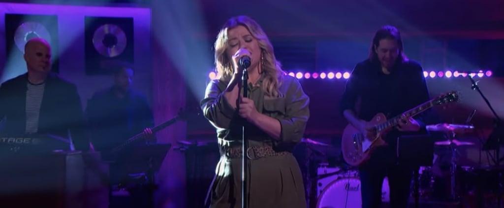 "Watch Kelly Clarkson Cover Billie Eilish's ""My Future"""
