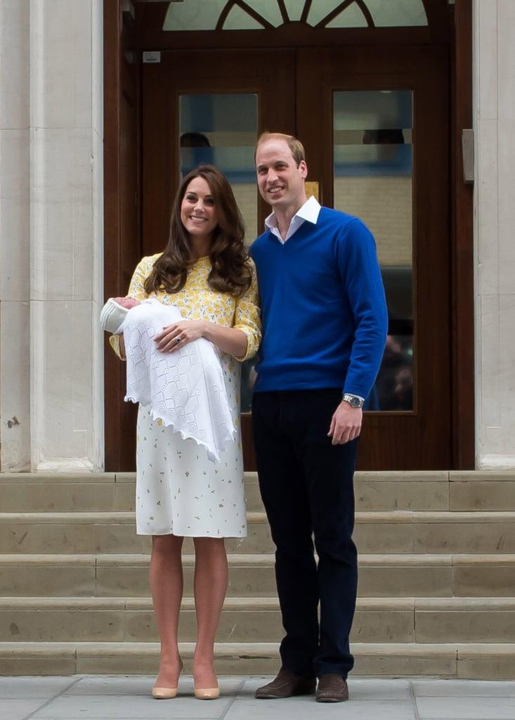 عندما غادرت المشفى مع مولودتها الجديدة الأميرة شارلوت بفستان منقوش
