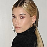 Hailey Baldwin's Reddish-Pink Eyeliner in October 2017