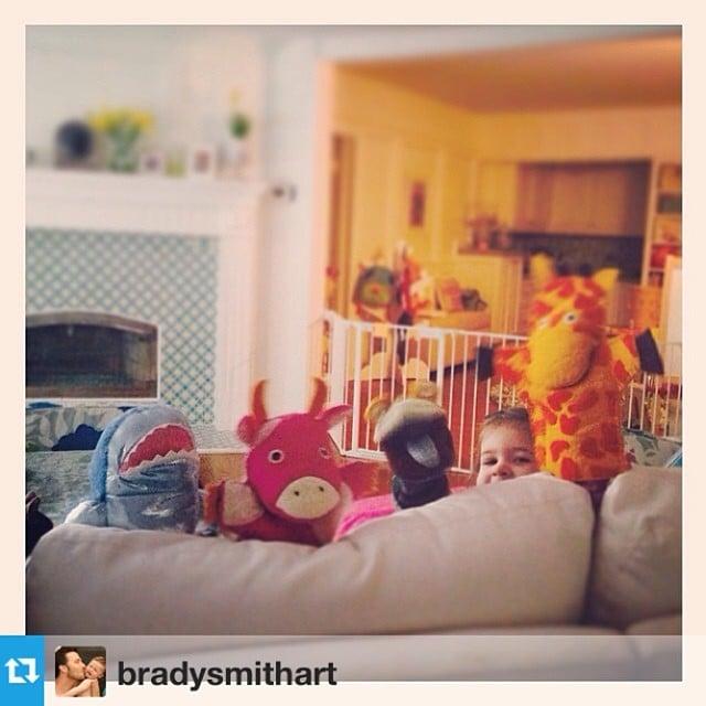 Harper Smith put on a morning puppet show with her mom, Tiffani Thiessen. Source: Instagram user tathiessen