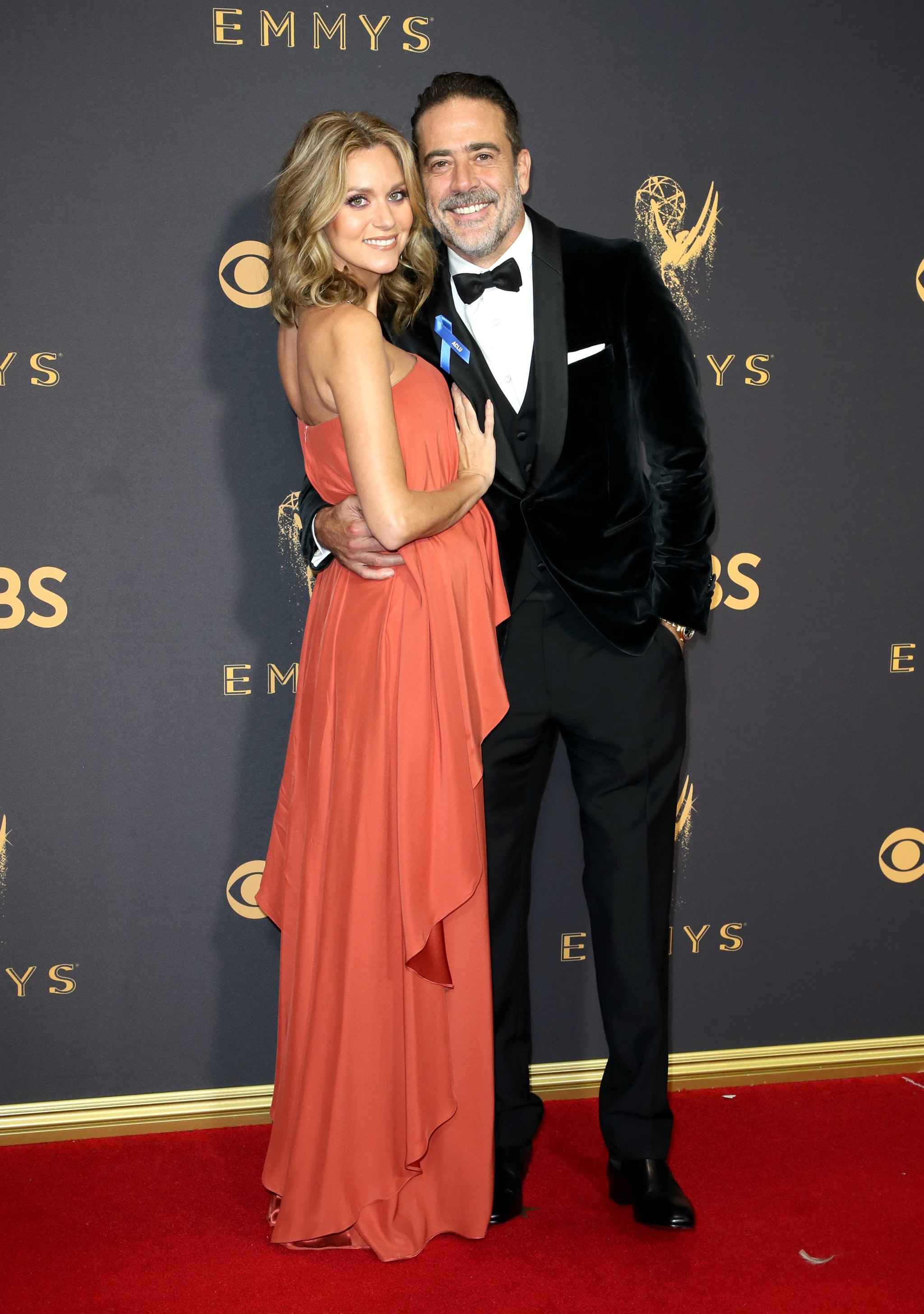 LOS ANGELES, CA - SEPTEMBER 17:  Actors Hilarie Burton (L) and Jeffrey Dean Morgan attend the 69th Annual Primetime Emmy Awards - Arrivals at Microsoft Theater on September 17, 2017 in Los Angeles, California.  (Photo by David Livingston/Getty Images)