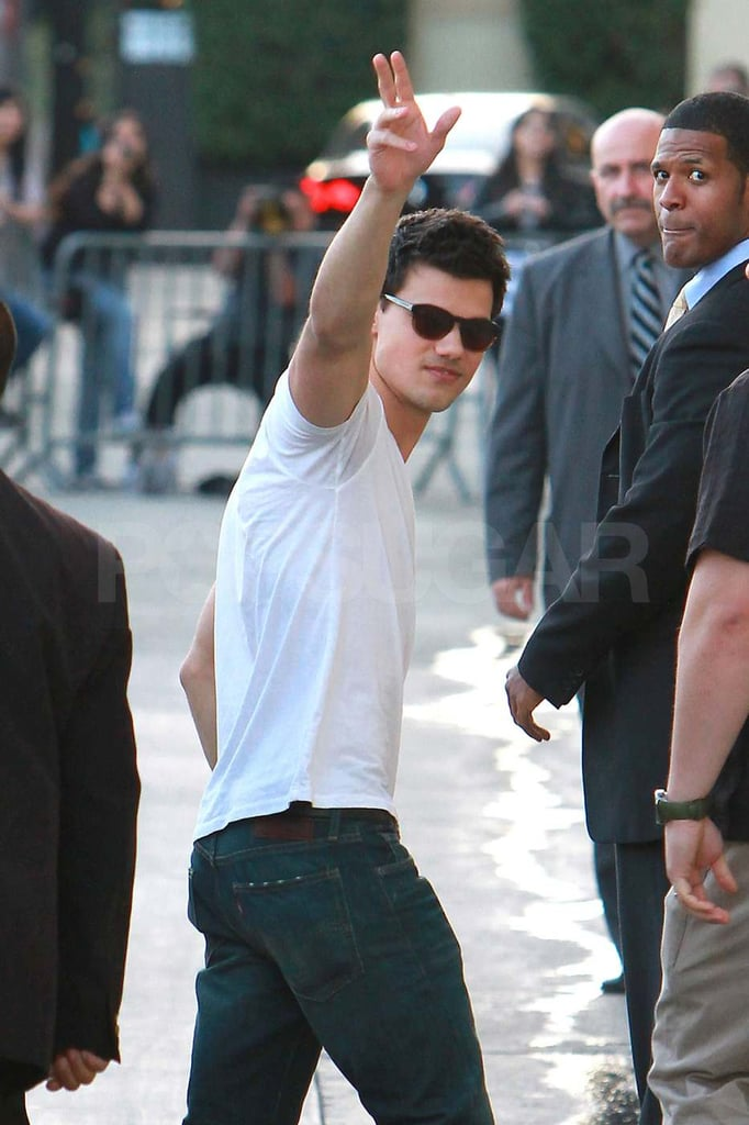 Taylor Lautner Stops by Jimmy Kimmel With a Smile and a Wave