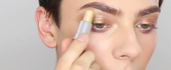 This Makeup Vlogger Applied a Full Face Using Just MAC Lipsticks, and WOW