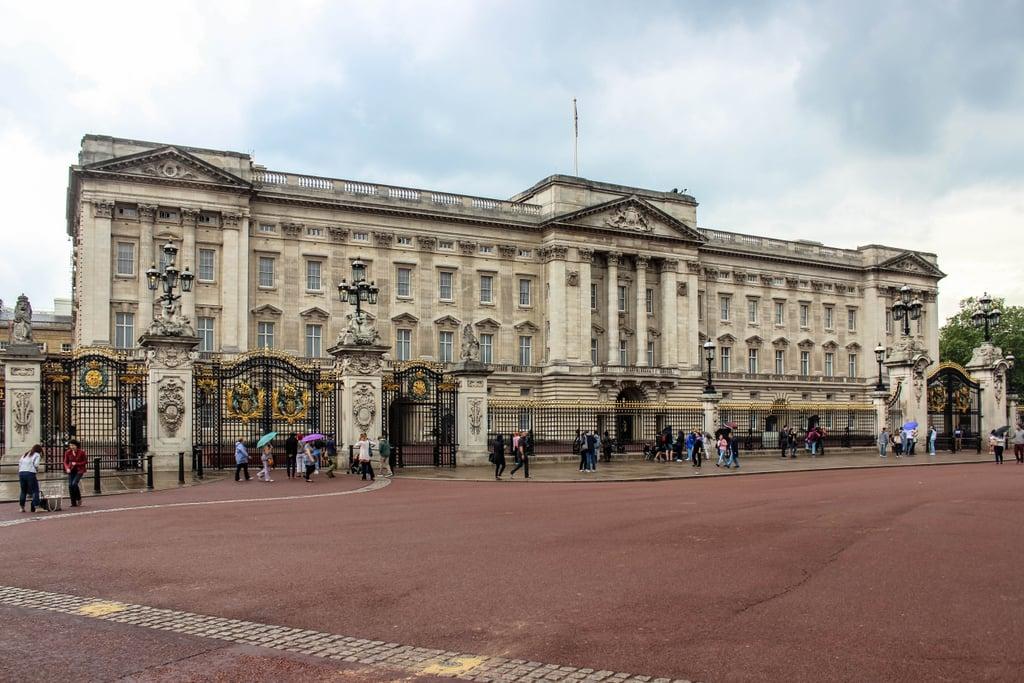 Tour Buckingham Palace.