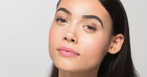 This 5-Minute Beauty Tutorial Is All You Need When You're on the Go