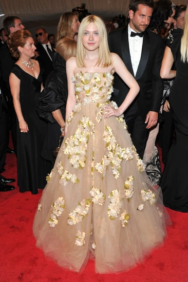 """Dakota Fanning(2011 Met Gala...""""Alexander McQueen: Savage Beauty"""")"""