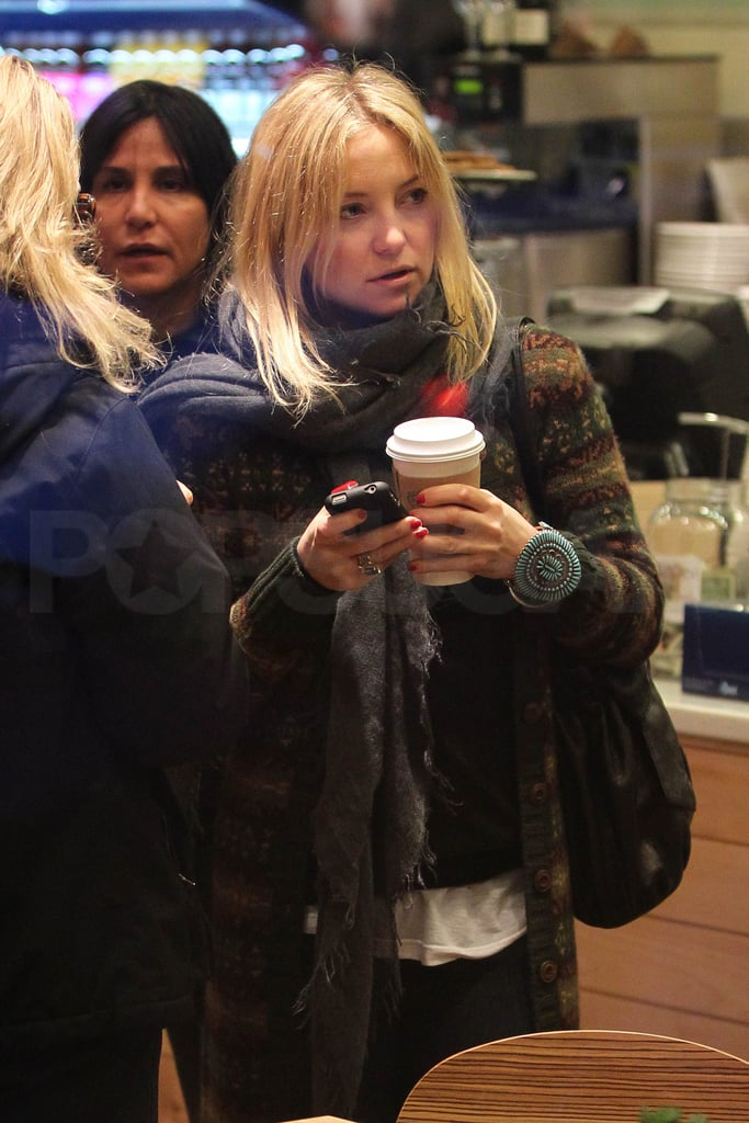 Pictures of Kate Hudson Buying A Coffee in Cold Aspen