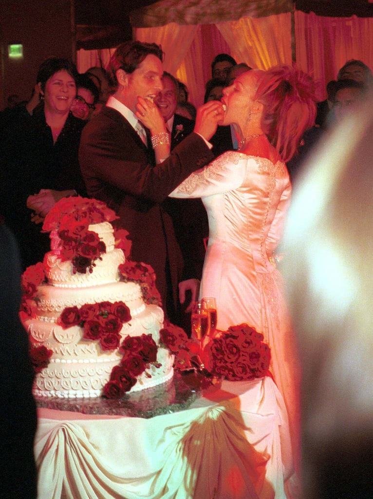 Peter Facinelli and Jennie Garth fed each other cake on their wedding day, Jan. 20, 2001.
