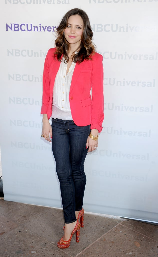 Katharine McPhee showed how to make hot pink work for daytime. She paired her bright blazer with a simple white blouse and dark denim skinnies.