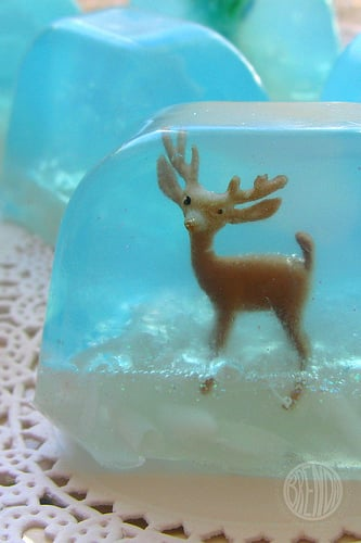 Lil Links: Impress Your Holiday Guests With Snowglobe Soap