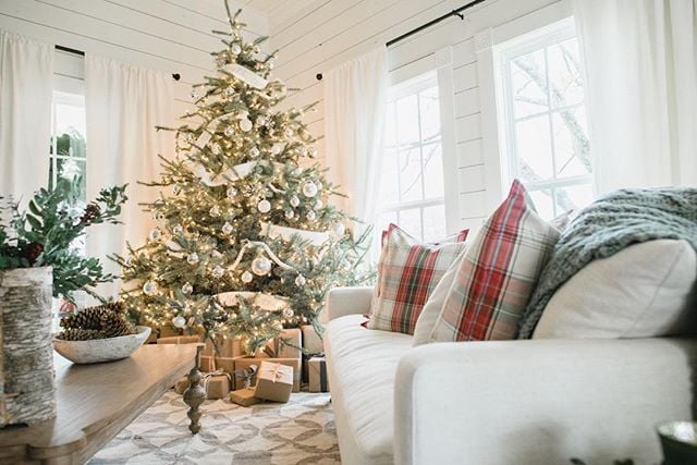 christmas decorating ideas from joanna gaines popsugar home - Joanna Gaines Christmas Decor