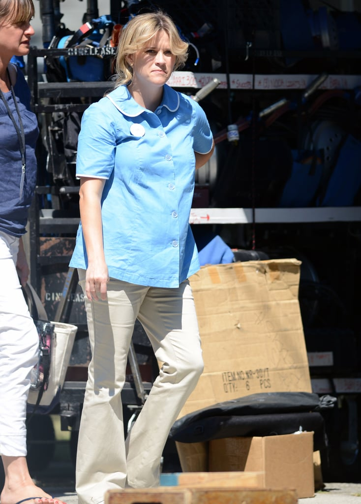 Reese Witherspoon Wore A Light Blue Shirt And Khaki Pants