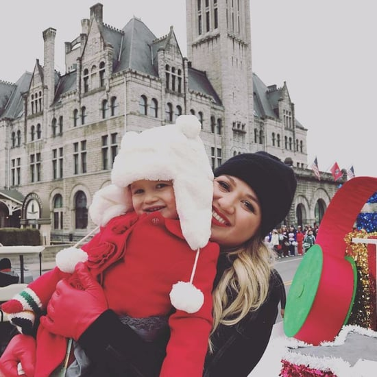Kelly Clarkson and Daughter River at Christmas Parade 2016