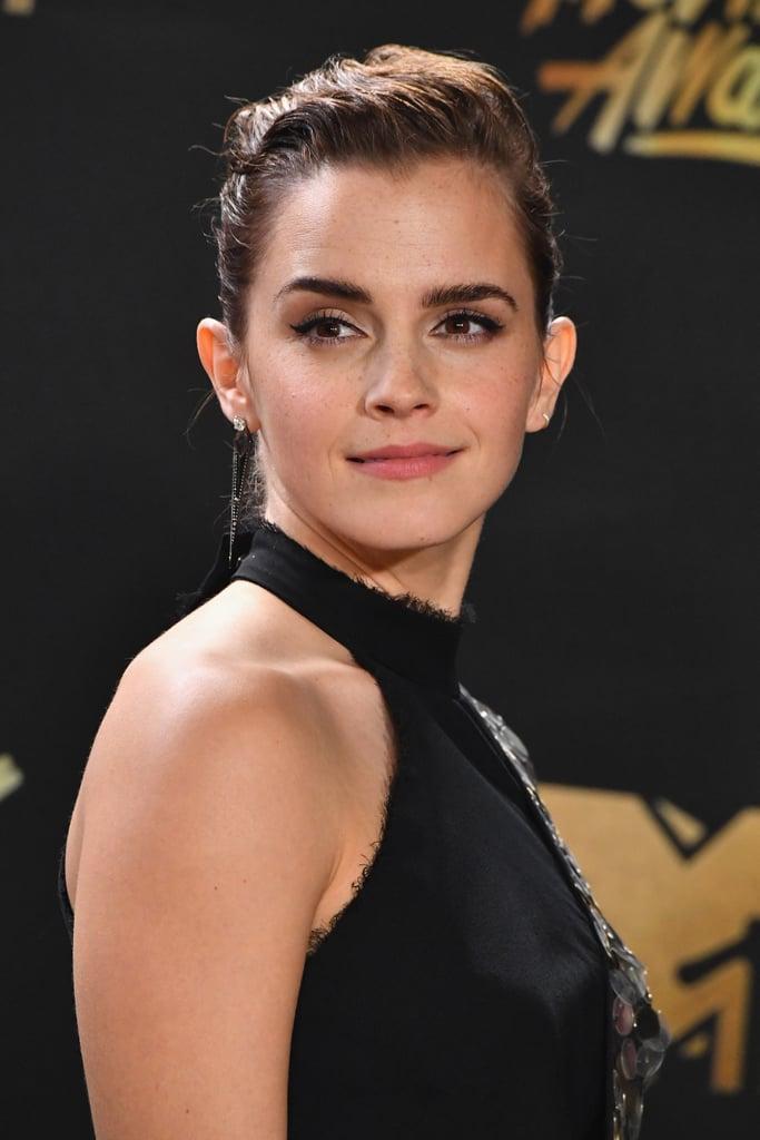 https://media1.popsugar-assets.com/files/thumbor/9pgCPYSPN7w-j9K5Eel-CGuiPOg/fit-in/1024x1024/filters:format_auto-!!-:strip_icc-!!-/2017/05/07/079/n/1922153/3cf224b6cc8b9e81_GettyImages-680128632/i/Emma-Watson-Beauty-MTV-Movie-Awards-2017.jpg