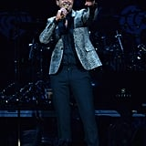 Robin Thicke performed onstage.