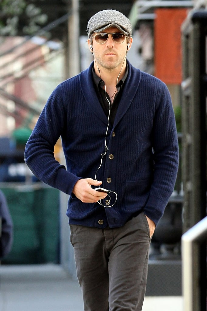 Ryan Reynolds listened to his headphones as he took a stroll in NYC.