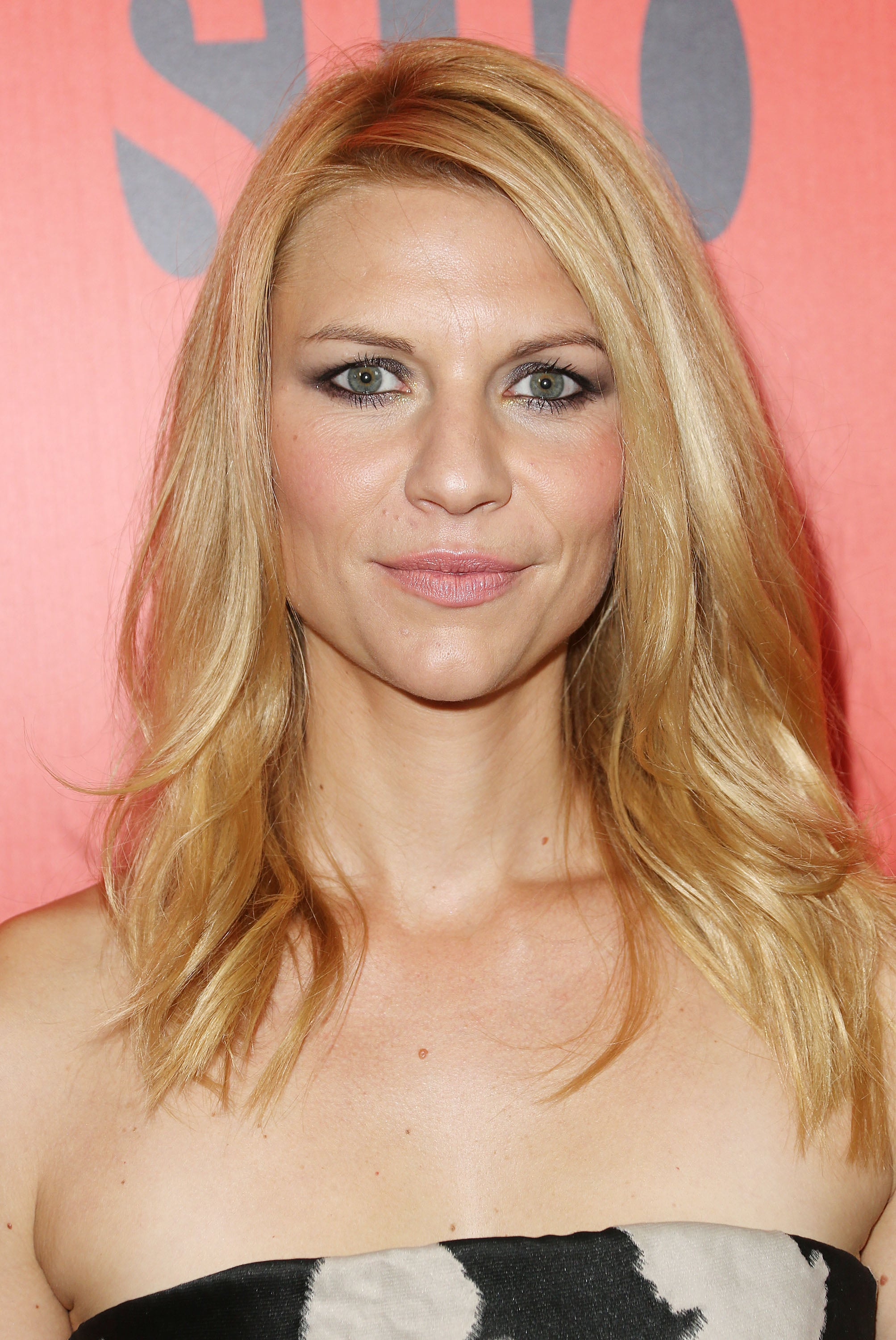 The drama was all in the eyes for Claire Danes, who wore a blue-tinged smoky eye to the Showtime Emmy Eve Soiree.