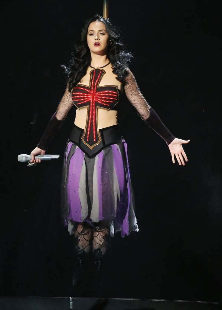 katy perry got witchy for her performance at the grammys