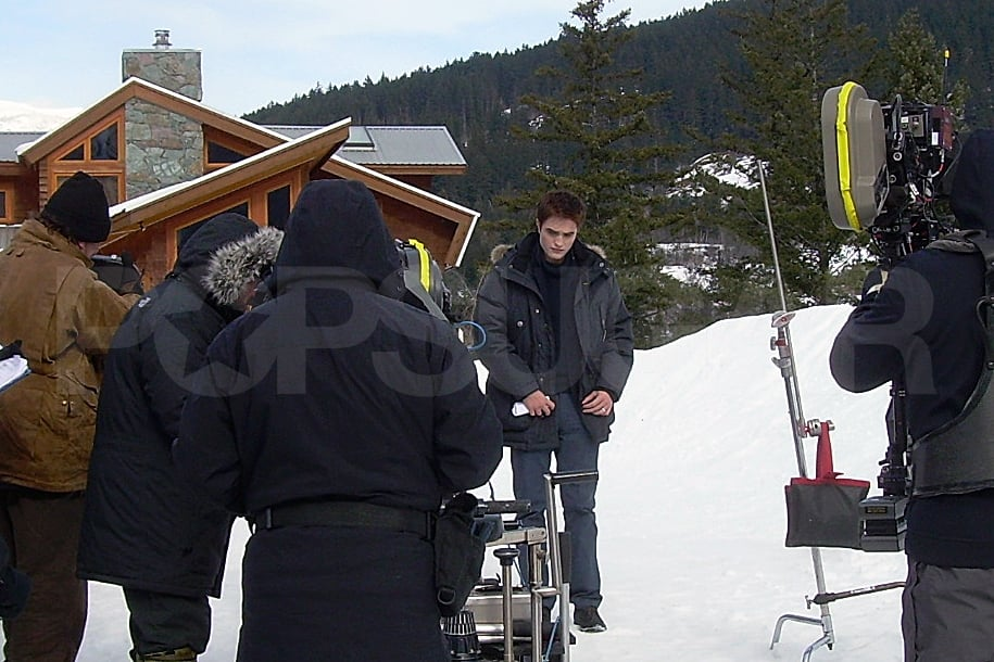 See Robert Pattinson as Edward Cullen on the Set of Breaking Dawn!