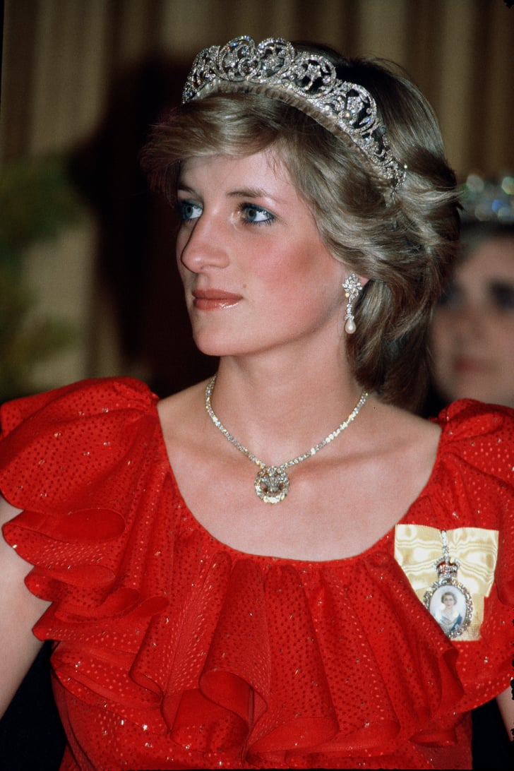 Nombres de personas en imágenes......por orden alfabético.   Princess-Diana-wearing-Royal-Family-Order-Queen-1983