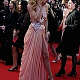 Doutzen Kroes blew kisses at the crowd during the premiere of Le Passe.