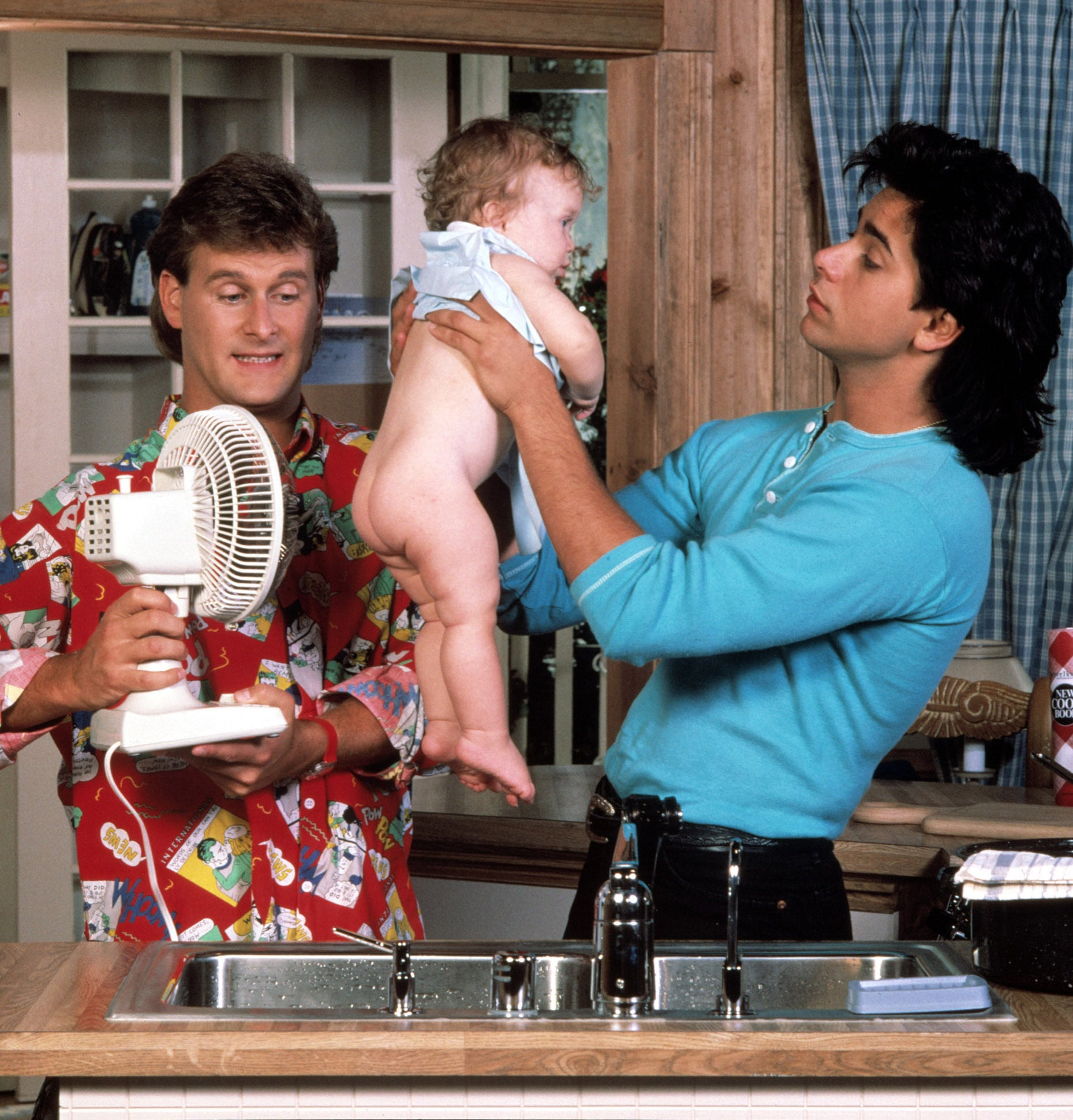FULL HOUSE, Dave Coulier, Mary Kate/Ashley Olsen, John Stamos, 1987-95, (c)Warner Bros. Television/courtesy Everett Collection