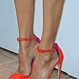 Zoe Saldana wore bright orange pumps.