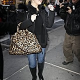 Jessica Simpson Doesn't Blend Into the NYC Scenery