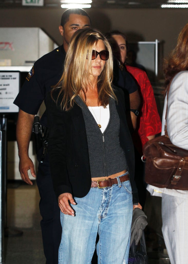 In 2009, Jen made these bug eye lenses appropriate for travelling, rocking them with baggy boyfriend jeans at the airport.