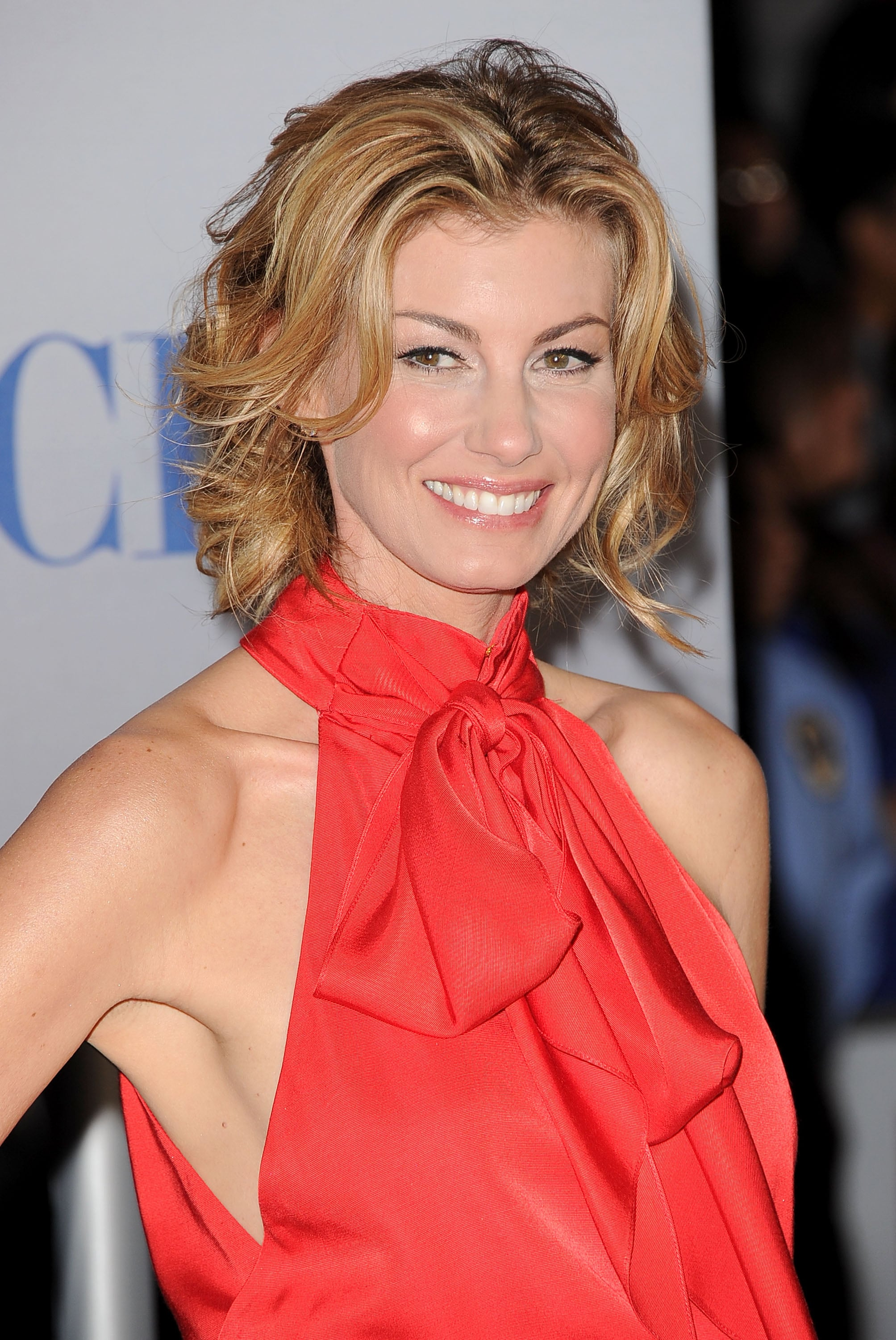 Faith Hill smiled before her People's Choice Awards performance.
