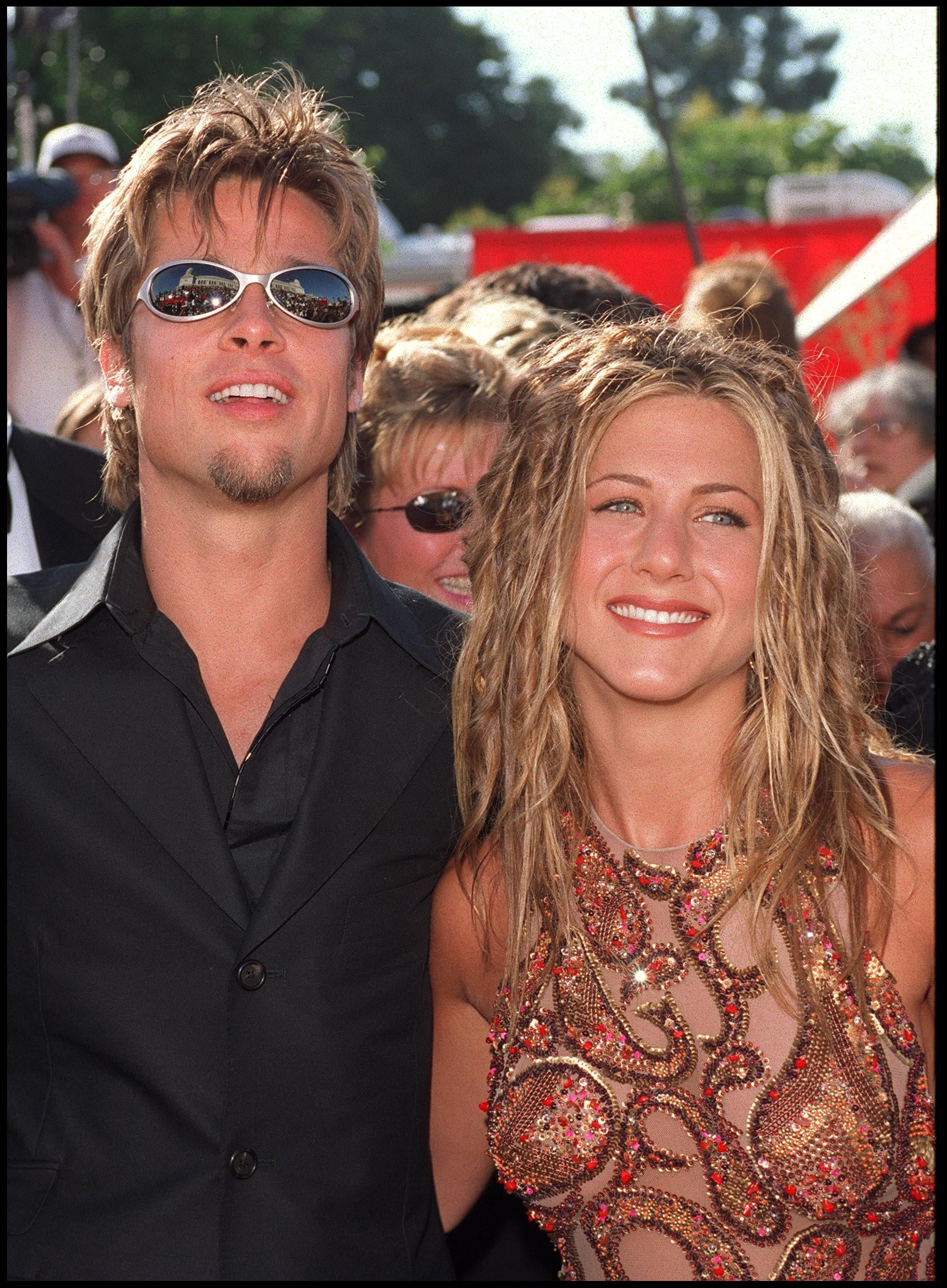 373073_01: 09/12/99. Los Angeles, CA. Brad Pitt and Jennifer Aniston arrive at the