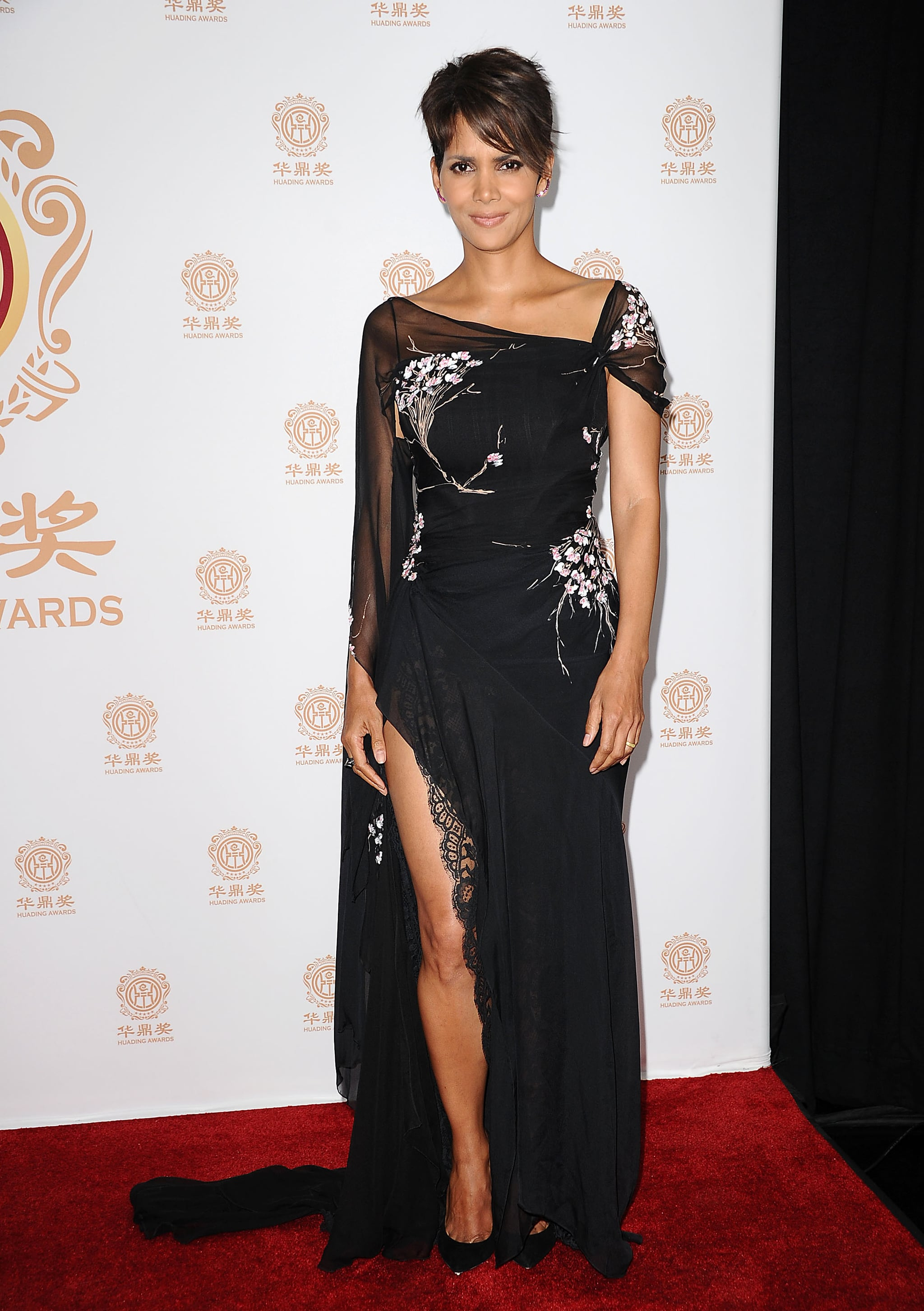 Halle Berry showed off her legs at the Huading Film Awards in LA on Sunday.