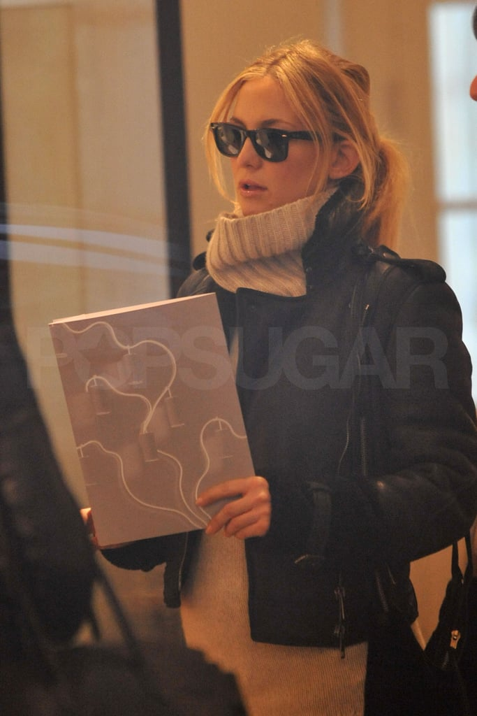 Kate Hudson Has Her Bump and Mom Goldie For Company on a Parisian Shopping Adventure