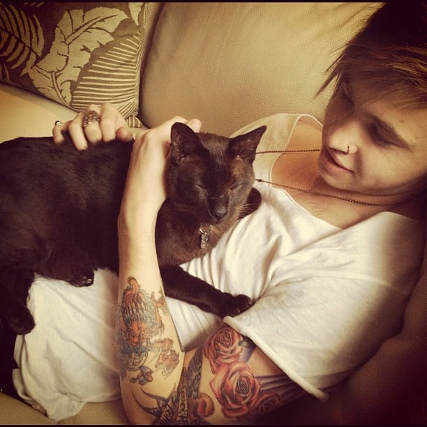 Rhiannon Fish caught her boyfriend, Reece Mastin, and her cat in a precious moment. Source: Instagram user rhiannonmfish