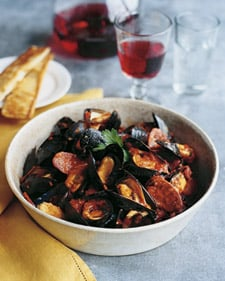 Fast & Easy Dinner: Spicy Mussels and Chorizo