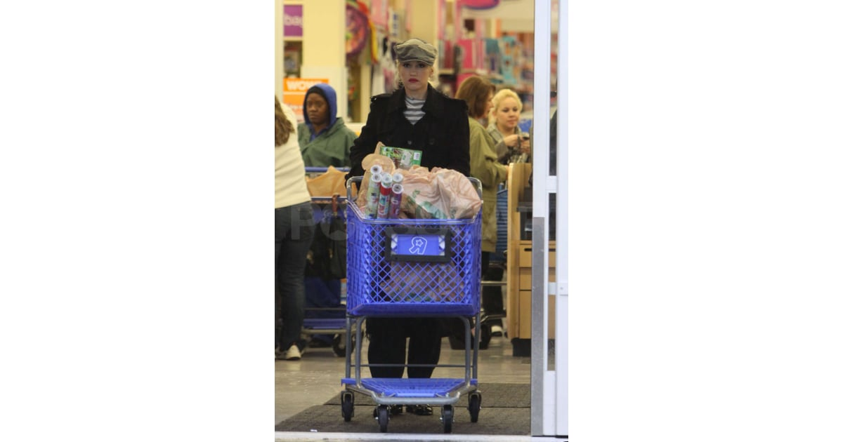 Pictures of gwen stefani at toys r us before christmas for 10 in 1 game table toys r us