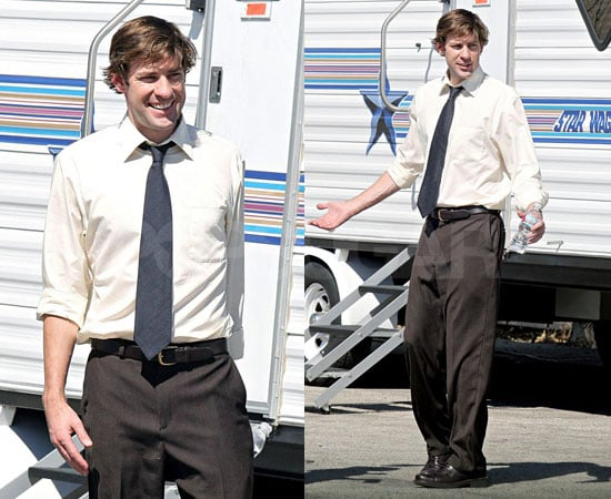 Photos of John Krasinski on the Set of The Office 2008-09-26 17:00:00